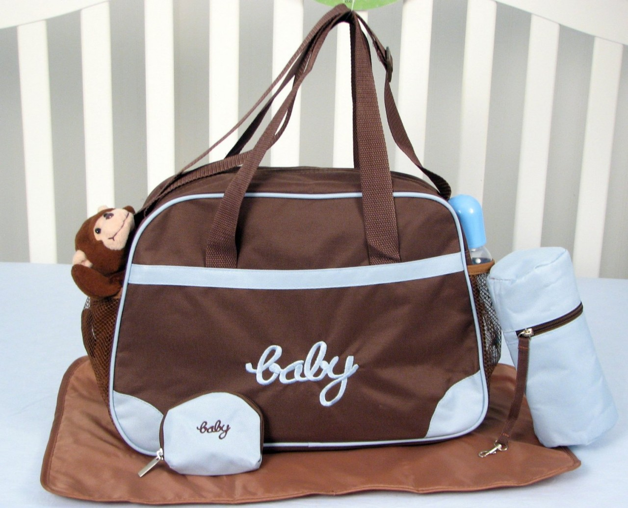 KIT DE BERCO SOHO NEW BLUE MINKY DOT CHENILLE BABY 13 PCS INCLUDED DIAPER BAG WITH CHAGING PAD & BOTTLE CASE